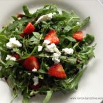 Rocket, goat cheese and strawberries salad