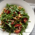 Chickpeas and arugula salad