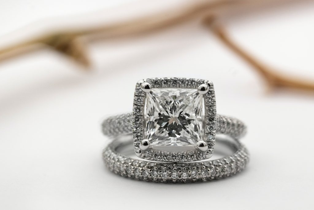 Diamond Engagement Rings: A How-to-Buy Guide
